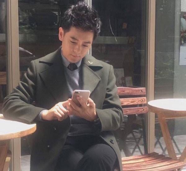 iPhone 7 Plus bất ngờ xuất hiện trên tay diễn viên Lâm Chí Dĩnh - Ảnh 1.