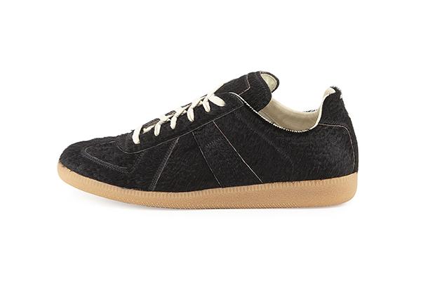 Bộ sưu tập giày sneaker đen huyền bí dành cho các boy - Ảnh 2.