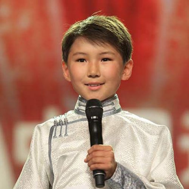 Chuyện ít người biết của cậu bé Mông Cổ hát về mẹ từng khiến hàng triệu người bật khóc - Ảnh 3.
