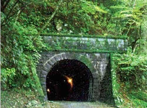 Tới Nhật Bản mùa Halloween, đừng dại dột mà ghé qua 10 địa điểm rùng rợn này - Ảnh 9.