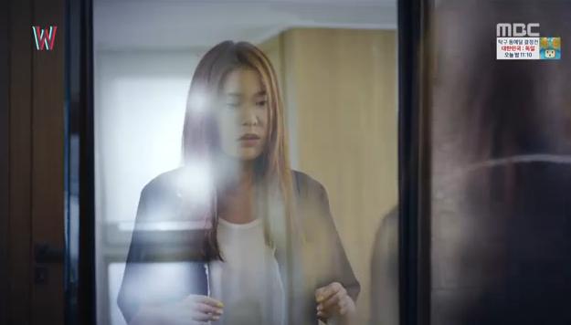 W - Two Worlds: Tự tử quá nhiều, Lee Jong Suk quên mất cả vợ Hyo Joo? - Ảnh 26.