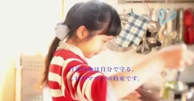 Cô bé 4 tuổi bị mẹ ép phải làm mọi việc nhà và nguyên nhân phía sau sẽ khiến bạn rơi lệ - Ảnh 15.
