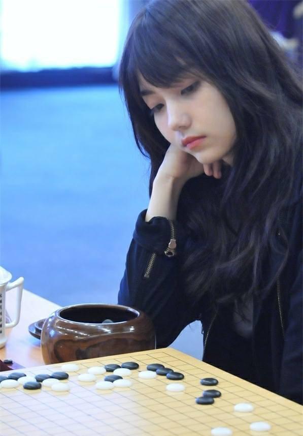 Cô nàng kỳ thủ Trung Quốc xinh xắn như thiên thần trong truyện tranh - Ảnh 1.
