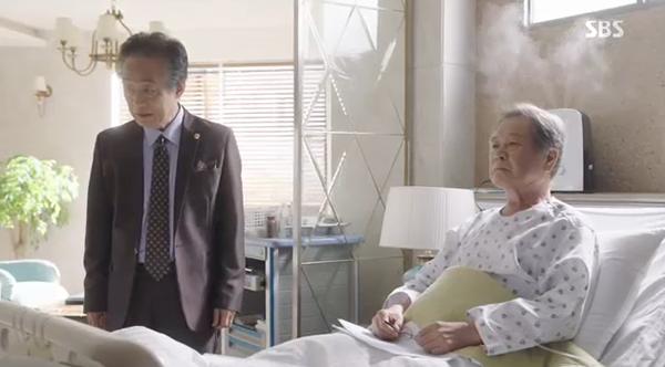 Doctors: Ngày Lee Sung Kyung chơi đểu Park Shin Hye cuối cùng cũng đến - Ảnh 27.