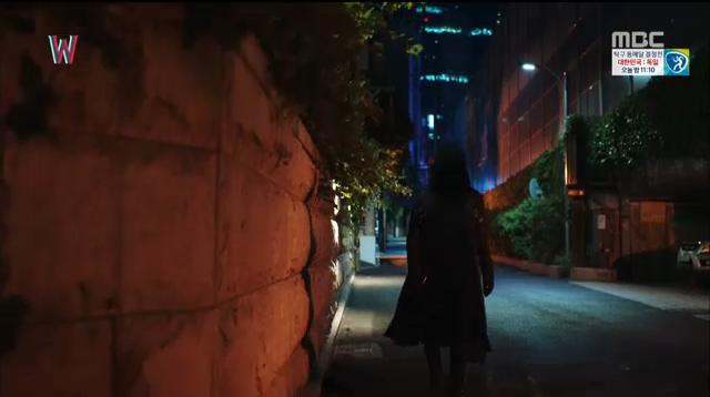 W - Two Worlds: Tự tử quá nhiều, Lee Jong Suk quên mất cả vợ Hyo Joo? - Ảnh 33.