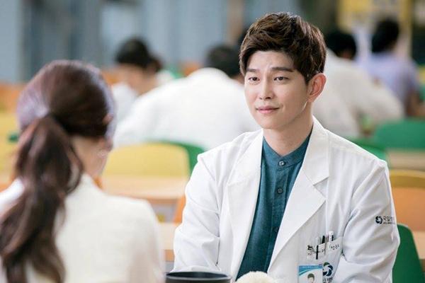 Doctors: Ngày Lee Sung Kyung chơi đểu Park Shin Hye cuối cùng cũng đến - Ảnh 16.