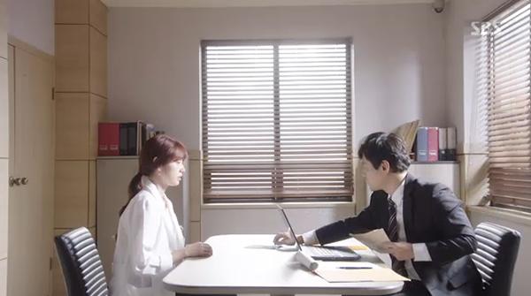Doctors: Ngày Lee Sung Kyung chơi đểu Park Shin Hye cuối cùng cũng đến - Ảnh 5.