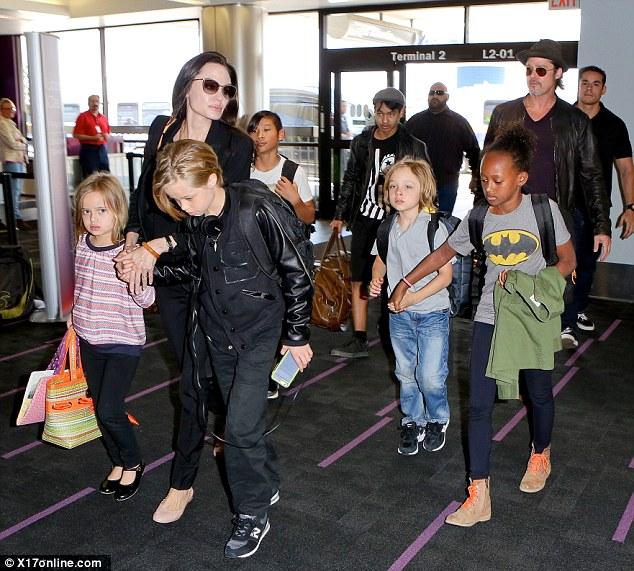 Chuyện chăn gối lạnh nhạt khiến tình cảm Angelina Jolie và Brad Pitt rạn nứt? - Ảnh 2.