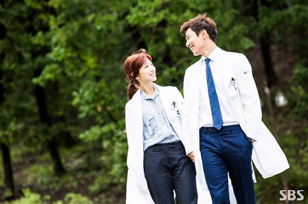 Doctors: Ngày Lee Sung Kyung chơi đểu Park Shin Hye cuối cùng cũng đến - Ảnh 34.