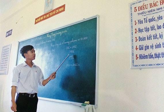 Thầy giáo trẻ ra khơi vượt biển, chấp nhận yêu xa để gieo chữ cho trẻ em nghèo biển đảo - Ảnh 4.