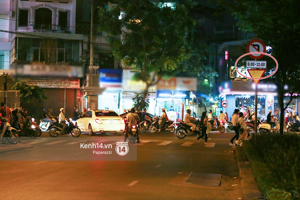 Trấn Thành lái xe chở Hari Won chạy ngược chiều, vi phạm luật an toàn giao thông