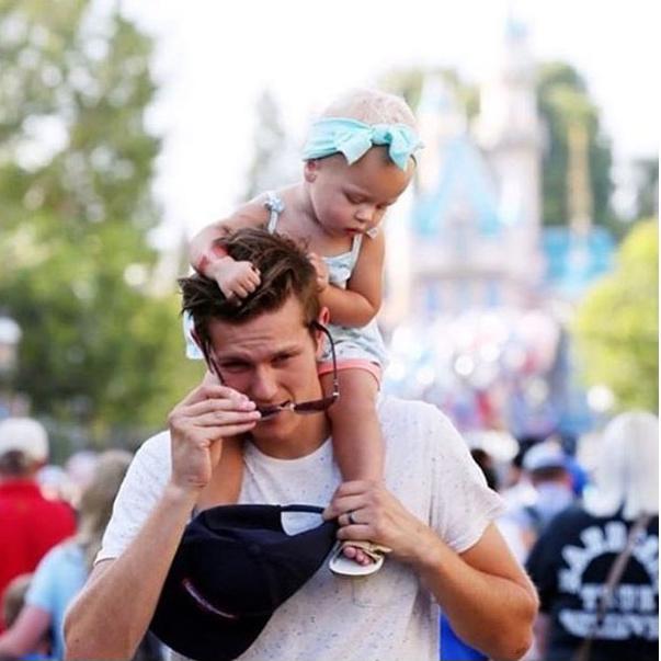 Bạn sẽ thấy vui vẻ hơn bao giờ hết khi xem bộ ảnh bố đưa con đi chơi công viên siêu đáng yêu này! - Ảnh 8.