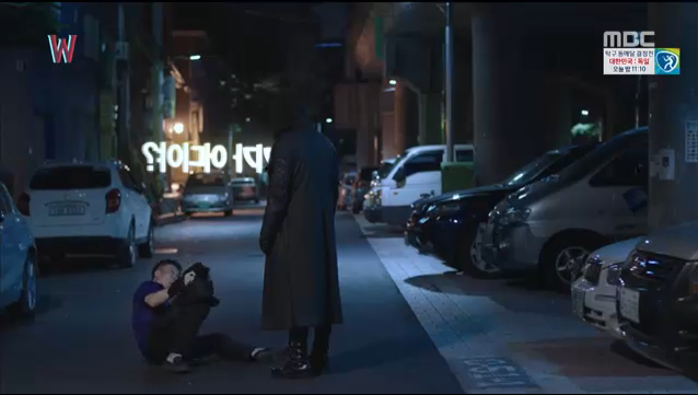 W - Two Worlds: Tự tử quá nhiều, Lee Jong Suk quên mất cả vợ Hyo Joo? - Ảnh 38.
