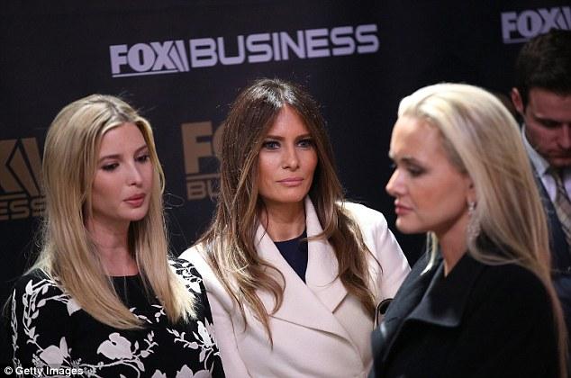 Vợ Donald Trump trở thành mục tiêu tẩy chay của các nhà thiết kế - Ảnh 3.