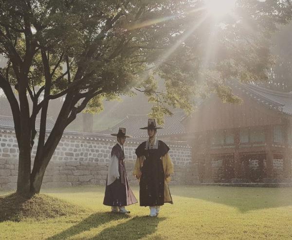 """Moonlight: """"Chô-ha"""" Park Bo Gum bị cận thần bất ngờ kề dao vào cổ - Ảnh 41."""