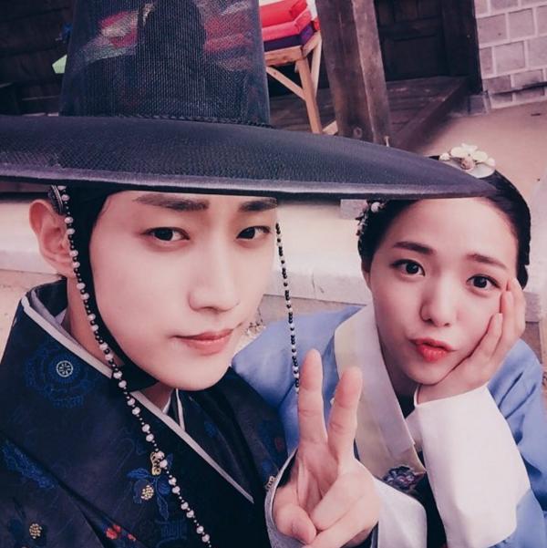 """""""Moonlight"""": Thế tử Park Bo Gum tự tay cắt đứt vòng hẹn ước với Kim Yoo Jung - Ảnh 43."""