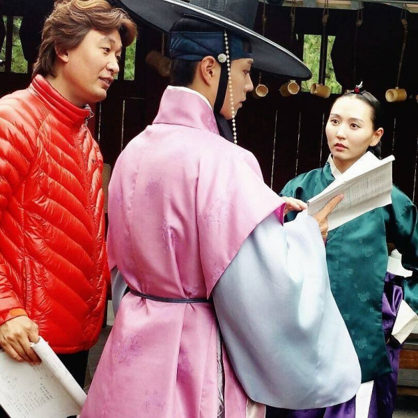"""Moonlight: """"Chô-ha"""" Park Bo Gum bị cận thần bất ngờ kề dao vào cổ - Ảnh 44."""