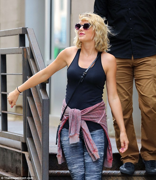 Hé lộ lý do Taylor Swift chia tay Tom Hiddleston sau 3 tháng yêu nhau
