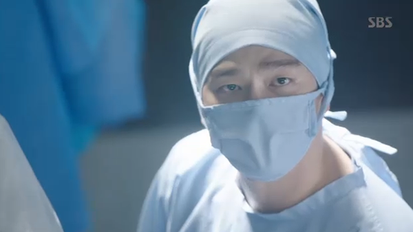 Doctors: Ngày Lee Sung Kyung chơi đểu Park Shin Hye cuối cùng cũng đến - Ảnh 21.