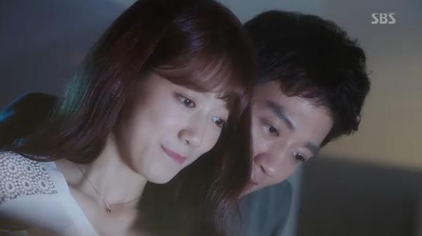 Fan Doctors náo loạn khi Kim Rae Won và Park Shin Hye có nụ hôn đúng tuổi - Ảnh 2.