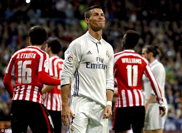 Ronaldo tố cáo đồng đội ghi bàn ở thế việt vị?