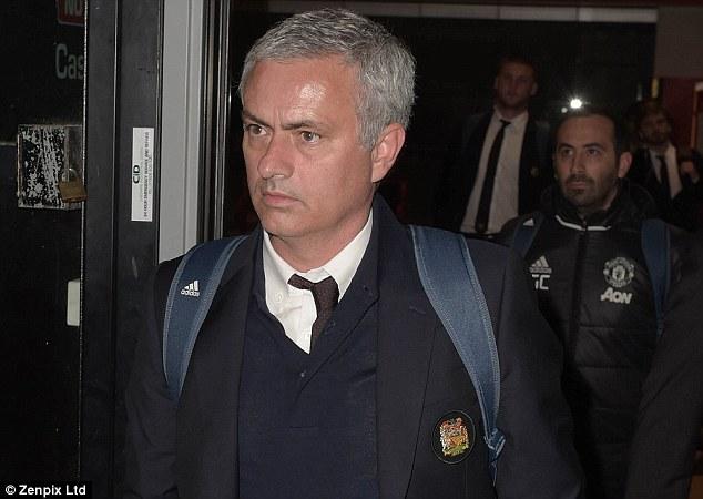 """Dàn sao Man Utd về nhà với gương mặt """"đưa đám"""""""