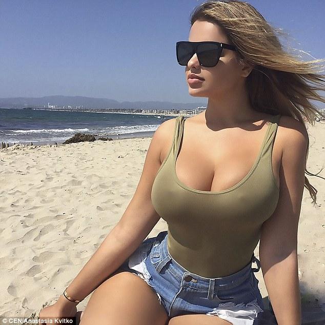 Cô gái Nga được mệnh danh là bản sao của Kim Kardashian vì sở hữu vòng một và vòng ba quá khủng - ảnh 4