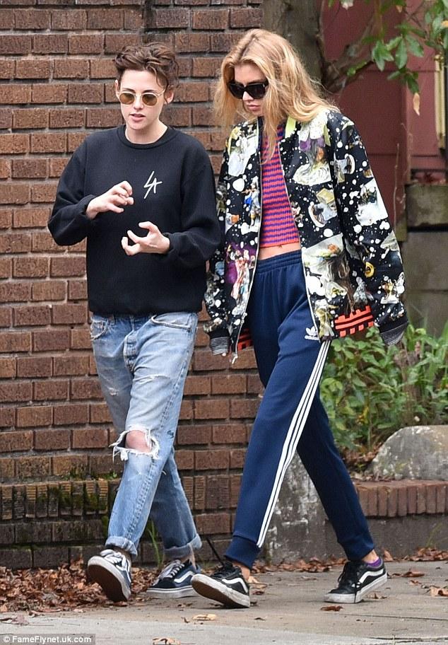 Kristen Stewart chính thức hẹn hò thiên thần Victorias Secret - cô bạn gái thứ 4 trong năm - Ảnh 1.
