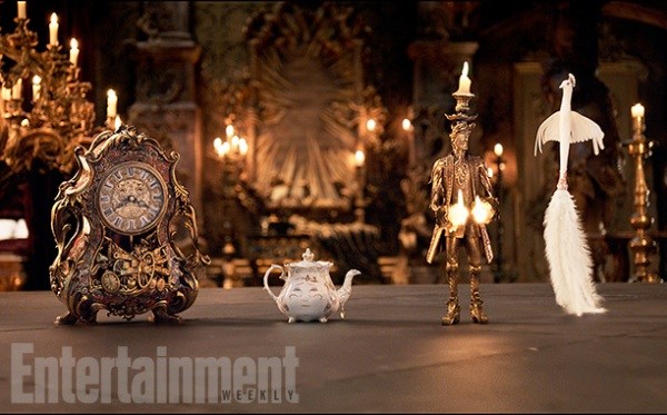 Emma Watson đẹp lộng lẫy với chiếc váy vàng thần thánh trong Beauty and the Beast - Ảnh 4.