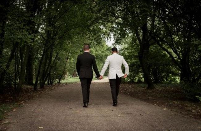 Nỗi đau không biết kêu ai của những người phụ nữ lỡ lấy nhầm chồng gay - Ảnh 10.