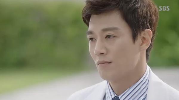 Doctors: Ngày Lee Sung Kyung chơi đểu Park Shin Hye cuối cùng cũng đến - Ảnh 38.