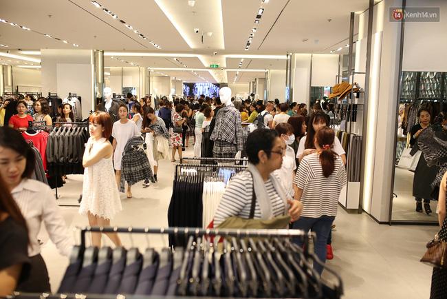 Zara Việt Nam bán được 5.5 tỷ đồng, 'phá đảo' kỷ lục doanh thu trong ngày khai trương?