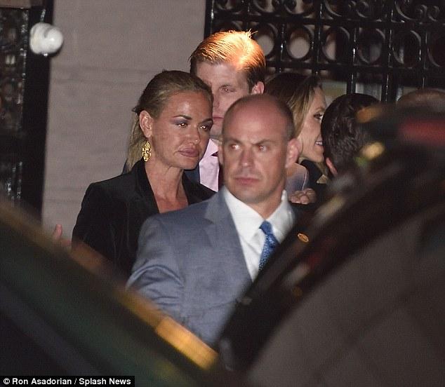 Ông Donald Trump bí mật cùng vợ và các con ăn tối ở Manhattan - Ảnh 12.