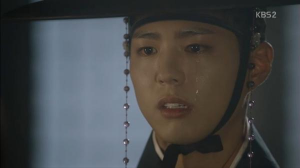 """""""Moonlight"""": Thế tử Park Bo Gum tự tay cắt đứt vòng hẹn ước với Kim Yoo Jung - Ảnh 6."""