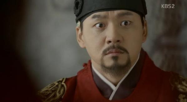 """Moonlight: """"Chô-ha"""" Park Bo Gum bị cận thần bất ngờ kề dao vào cổ - Ảnh 8."""