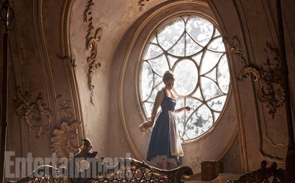 Emma Watson đẹp lộng lẫy với chiếc váy vàng thần thánh trong Beauty and the Beast - Ảnh 7.