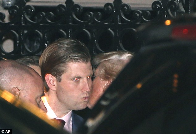 Ông Donald Trump bí mật cùng vợ và các con ăn tối ở Manhattan - Ảnh 16.