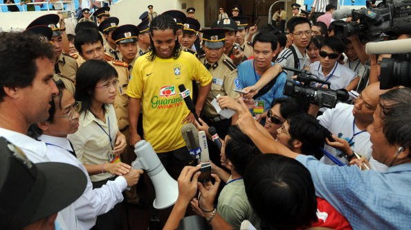 Image result for ronaldinho viet nam 2008