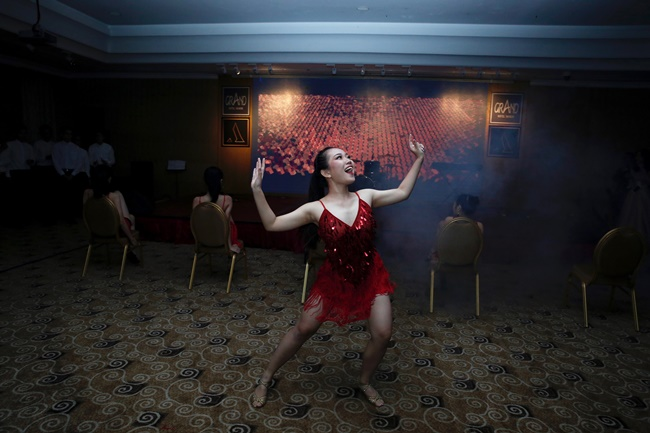 Teen THPT Lê Quý Đôn (TP.HCM) quẩy cực sung trong prom độc lập đầu tiên của trường - Ảnh 10.