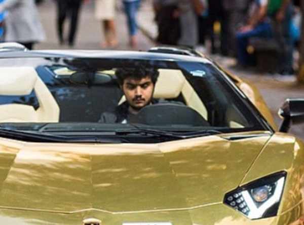 Cuộc sống hào nhoáng của đại gia Ả Rập sau màn khoe 4 siêu xe mạ vàng tại London - Ảnh 1.