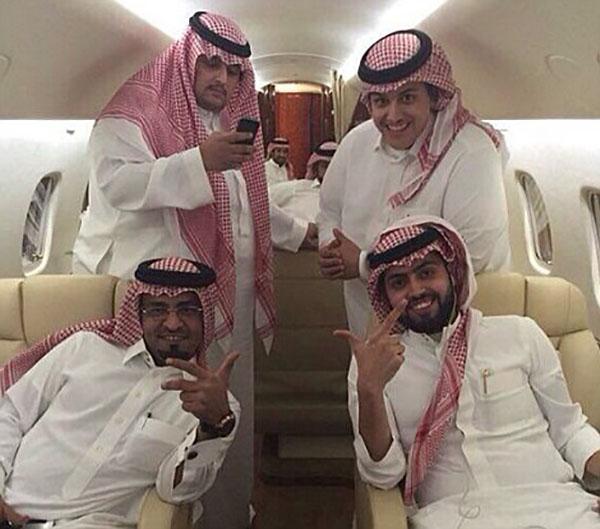 Cuộc sống hào nhoáng của đại gia Ả Rập sau màn khoe 4 siêu xe mạ vàng tại London - Ảnh 3.