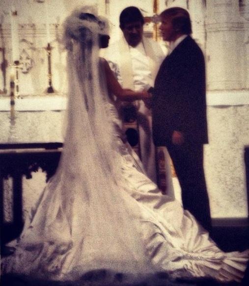 Chùm ảnh: Đám cưới xa hoa của tỷ phú Donald Trump cùng siêu mẫu Melania 11 năm trước - Ảnh 1.