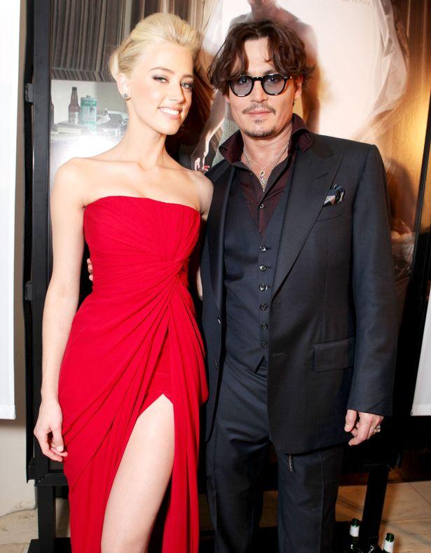 Johnny Depp cắt đứt đầu ngón tay, viết lên gương tố Amber Heard phản bội - Ảnh 4.