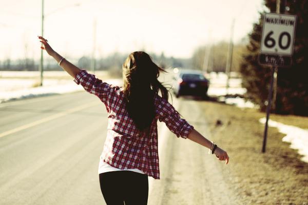 Cuộc sống là của riêng bạn, đừng bận tâm đến lời bàn tán của người khác - Ảnh 1.