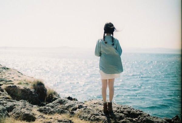 Cuộc sống vốn dĩ rất đẹp, đừng nhấn chìm bản thân trong những nỗi buồn! - Ảnh 1.
