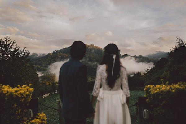 Tại sao yêu rồi chia tay, chúng ta lại cứ mãi day dứt và đau lòng không nguôi? - Ảnh 1.