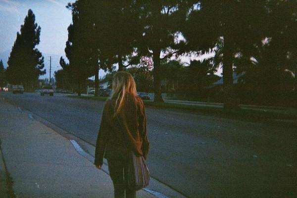 Tại sao yêu rồi chia tay, chúng ta lại cứ mãi day dứt và đau lòng không nguôi? - Ảnh 2.