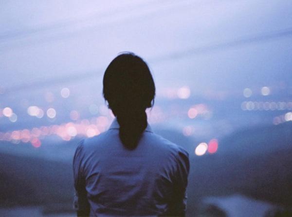 Tại sao yêu rồi chia tay, chúng ta lại cứ mãi day dứt và đau lòng không nguôi? - Ảnh 3.