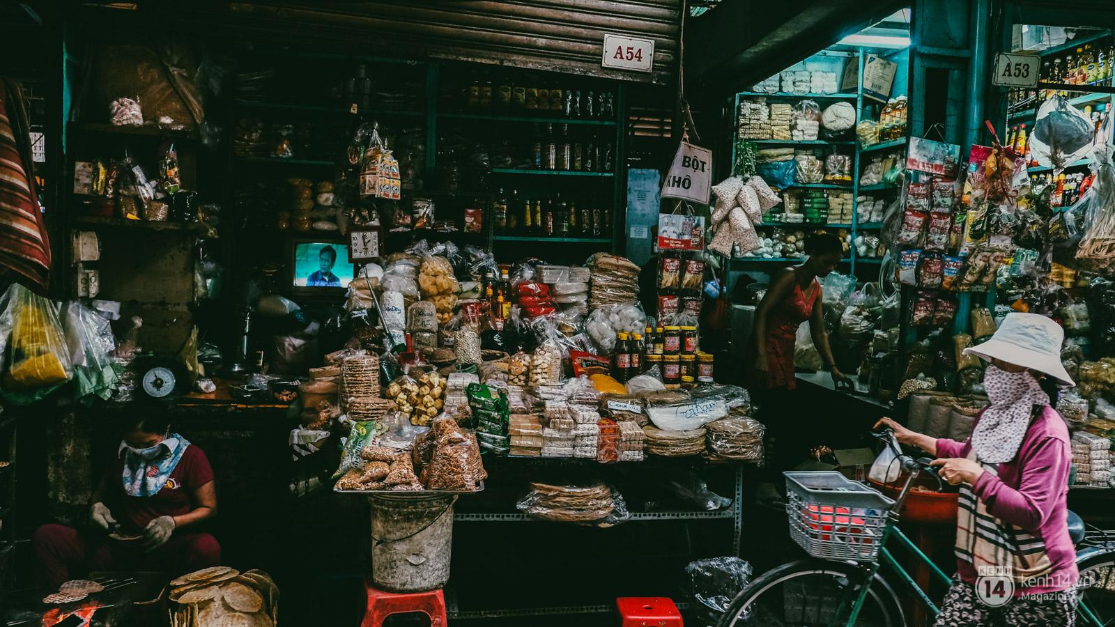 Người miền Trung ở Sài Gòn, nhớ quê thì tới chợ Bà Hoa để nghe những chi, mô, rứa, hè thật thân thương... - Ảnh 5.