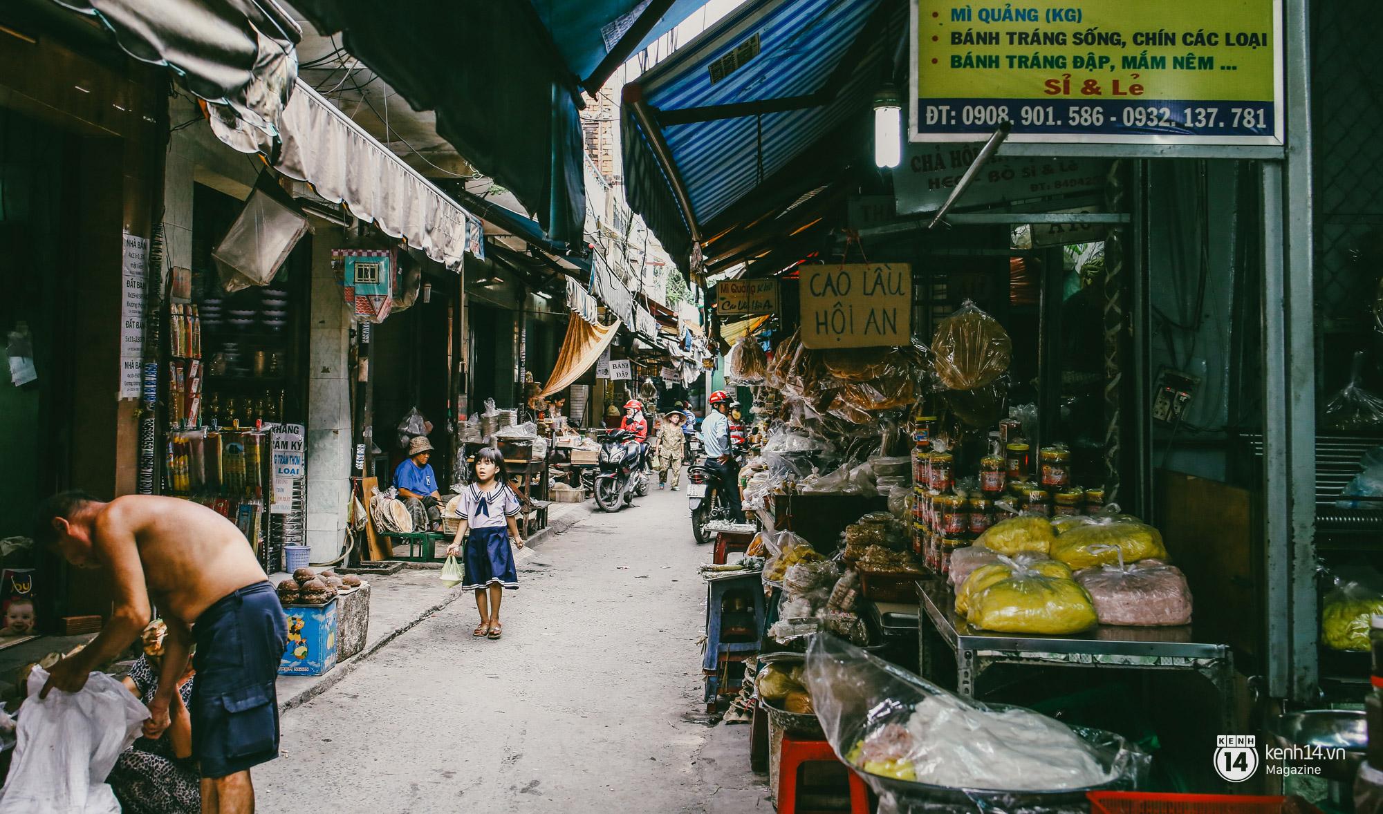 Người miền Trung ở Sài Gòn, nhớ quê thì tới chợ Bà Hoa để nghe những chi, mô, rứa, hè thật thân thương... - Ảnh 7.